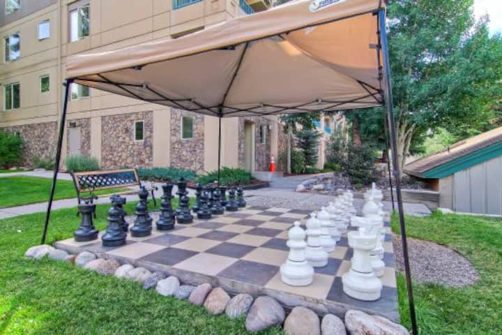 Sleeps 4-Enjoy Falcon Point in Avon Colorado