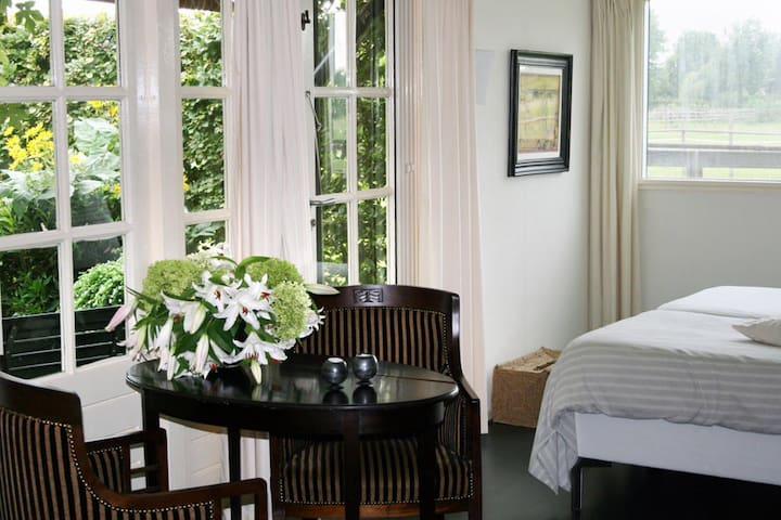 Gastenverblijf in prachtig Zeeland - Waarde - Bed & Breakfast