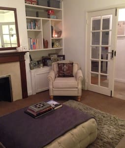 Beautiful Double Room in SW London - London