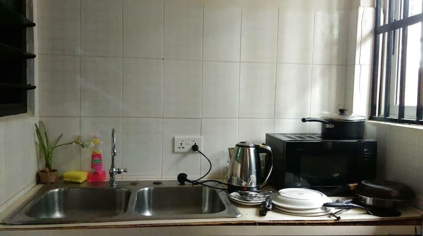 Affordable furnished kitchen, AC, Wi-Fi. Eastlegon
