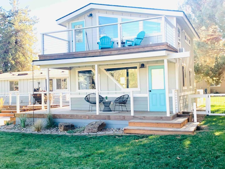 Modern Romantic Ranch Stay Close to Bend & Sisters