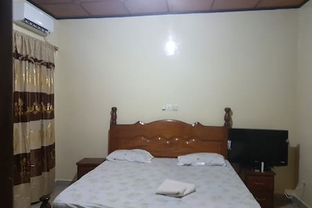 Kingsize room with AC in Kipé Conakry Prima center