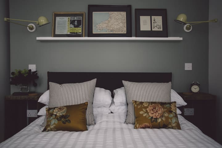 Langland Cove Guesthouse Room Four - The Mumbles - Bed & Breakfast