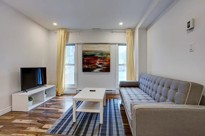 Charming 2 Floor Home | Downtown MTL | Parking