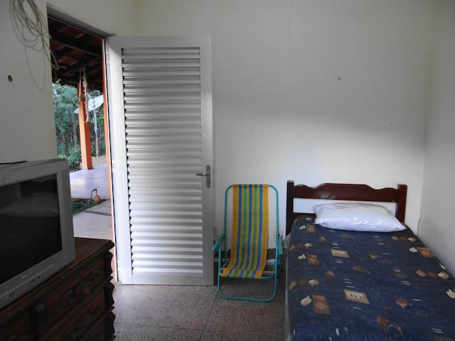 Quarto Individual - Casa do Cogumelo