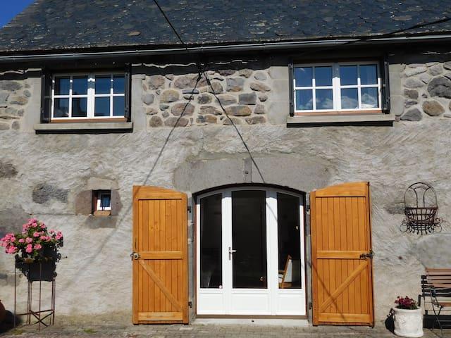 Chambre d'hôtes Grange de la Bastide Laveissiere - Laveissière - Bed & Breakfast