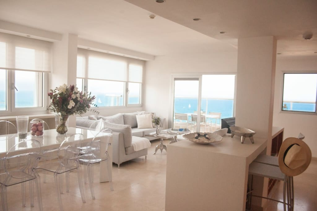 TEL AVIV BEACH FRONT HIGHEND CHIC APARTMENT WITH PANORAMIC BLUE VIEWS