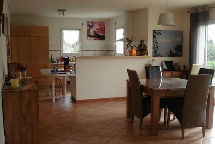 2 chambres dans Maison récente lumineuse & calme - Landerneau - House