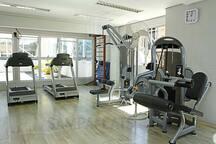 A academia é uma das comodidades do flat.