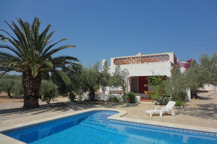 Pretty Holiday Home in L'ampolla with Private Swimming Pool