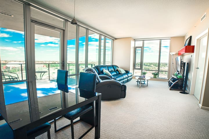 #1 View in Dtown/2Beds&2Baths/DT area/BMO/Stampede