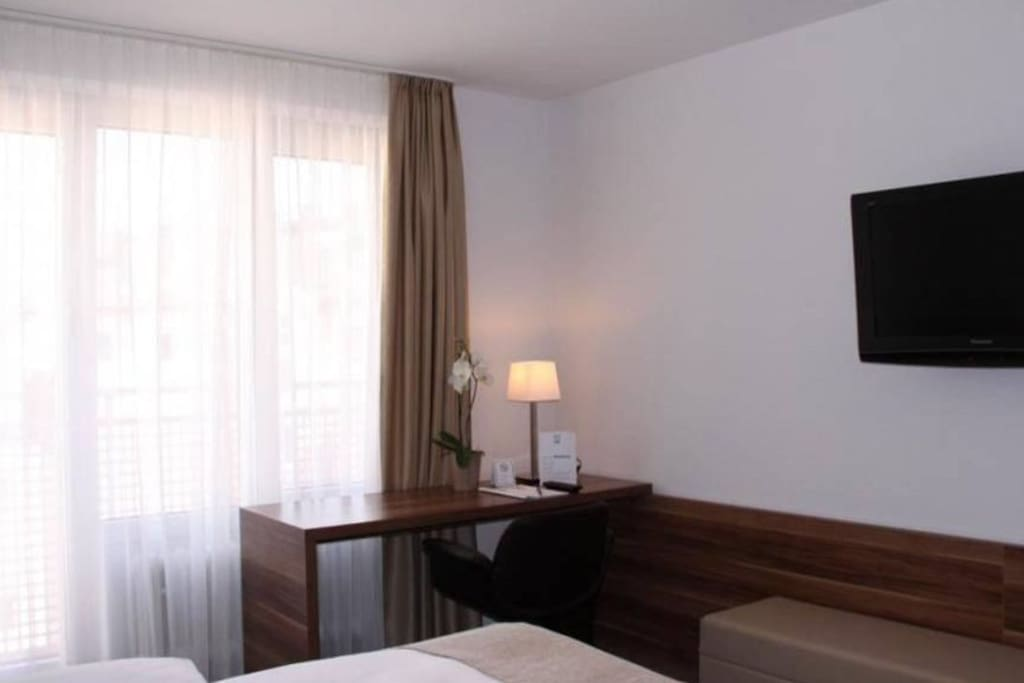 privat wohnen im hotel zentral und ruhig wohnungen zur miete in m nchen bayern deutschland. Black Bedroom Furniture Sets. Home Design Ideas