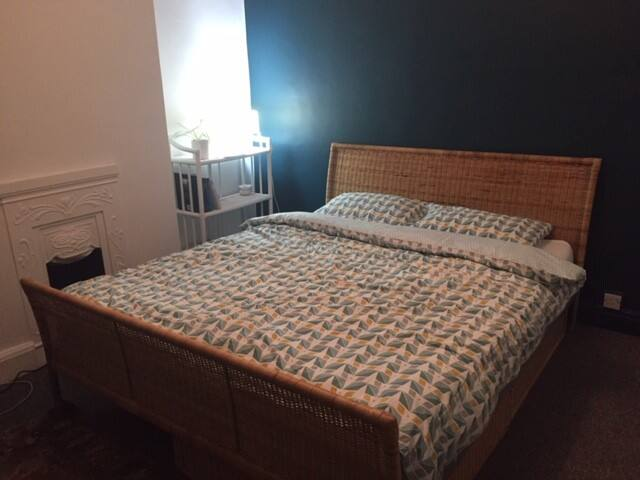 "Double Room ""Green"" Earlsdon, close to city centre"