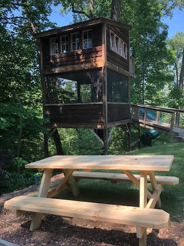 Treehouse adventurers can enjoy their meals at their own picnic table! There are plenty of carryout and delivery restaurants nearby. Or, you can roast hot dogs in the firepit.
