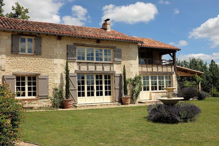 Les Trois Fers, a country house near Aubeterre - Bonnes - Hus
