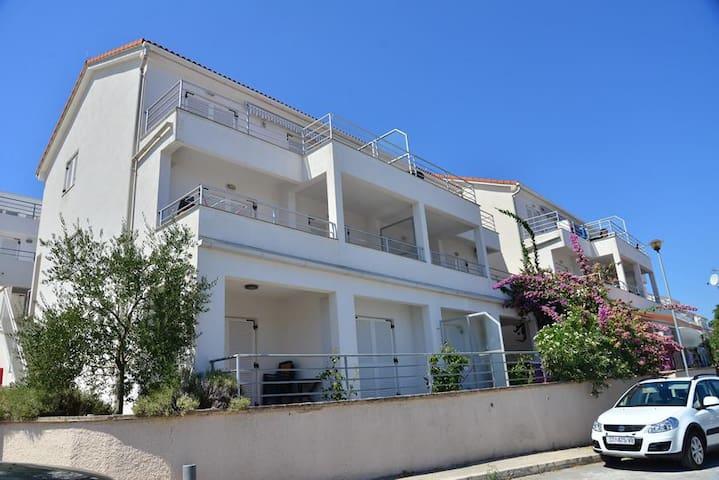 Apartments Funda / Two Bedrooms Mars 6 - Necujam - Apartamento