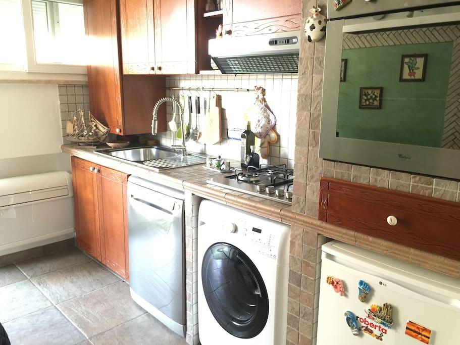 Forno e cucina dotata di ogni accessorio