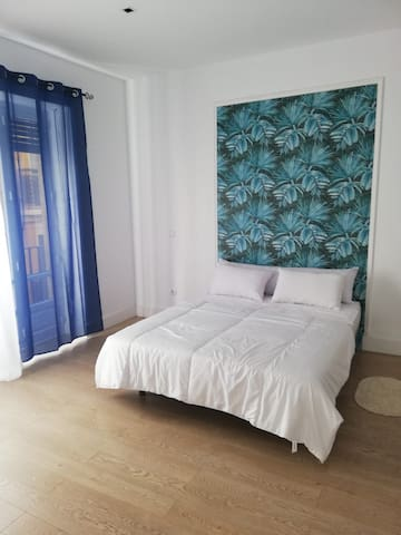 SINGLE ROOM, 5 MINUTES WALK TO THE BEACH