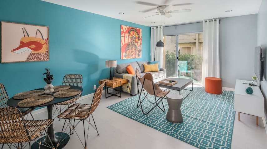 Stylish 1BR Apartment near Old Town by WanderJaunt