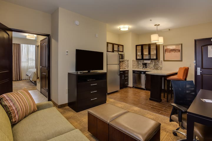 King Suite Near ATL Airport | Free Breakfast, Gym Access, 24h Business Center