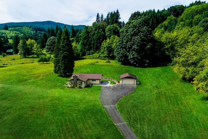 Amazing Views on Private Acres With Path to Creek,10 Min to Lake Merwin, Great Base For St. Helens