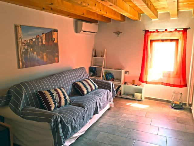 Il salotto che con un comodo divano-letto può diventare seconda camera