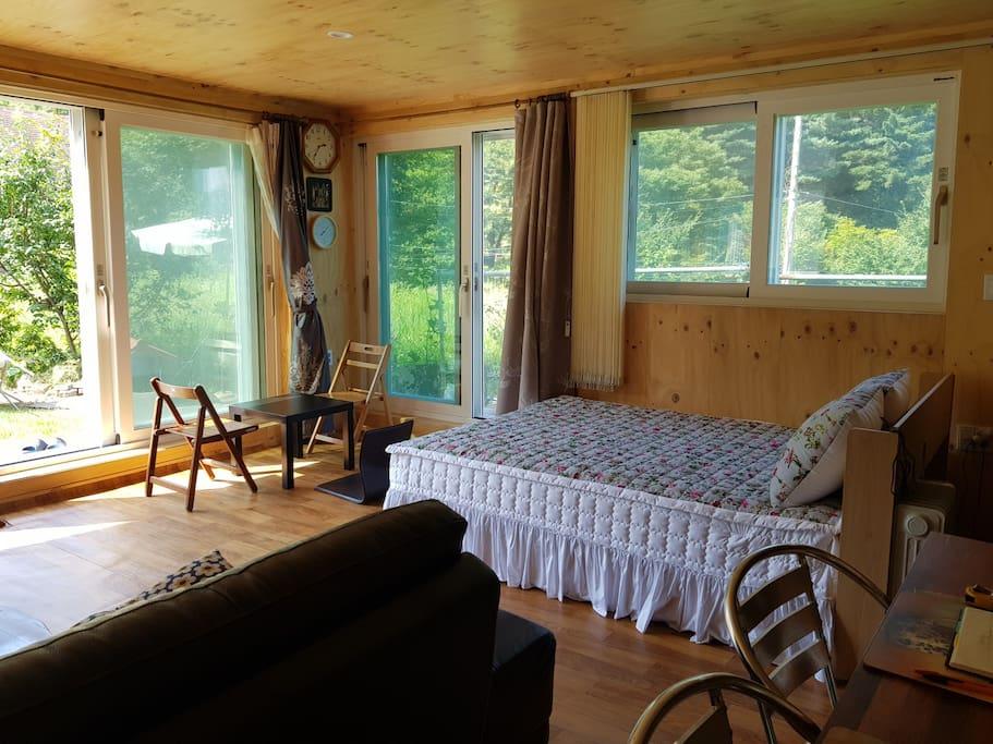 # 평온 침실: 주변 풍경: bed & view