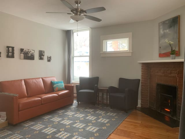 Cozy renovated apartment in Historic Spokane Home