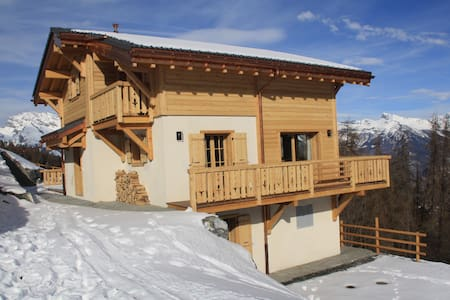 Brand new chalet with stunning views-sleeps 8-10 - Riddes - Chalé