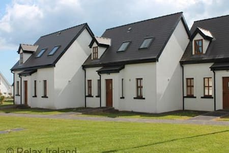 Holiday Village, Fethard on Sea, Co. Wexford - Close to Beach with onsite Playground and Tennis Courts - Fethard on Sea - Casa