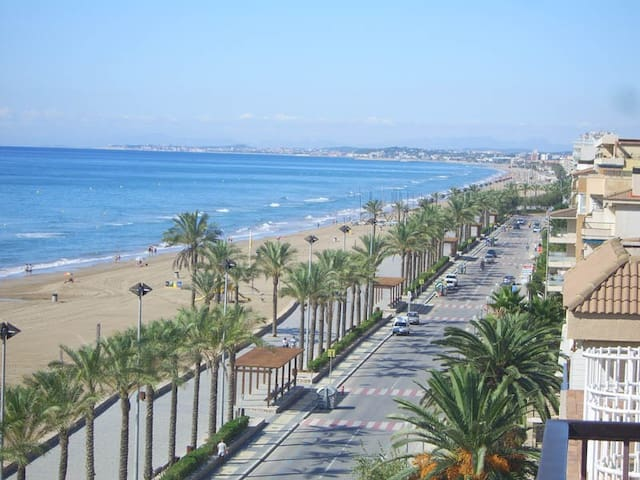 Nice Beachside Apt near Barcelona (renewed 2019!)