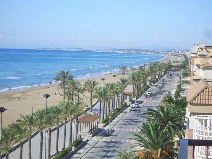 Nice Beachside Apt near Barcelona (renewed 2019!)