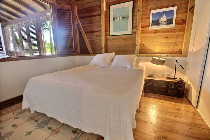 Chambre double, climatisée en RDC avec lit double  160- villa Colibri, Le Vauclin, Martinique