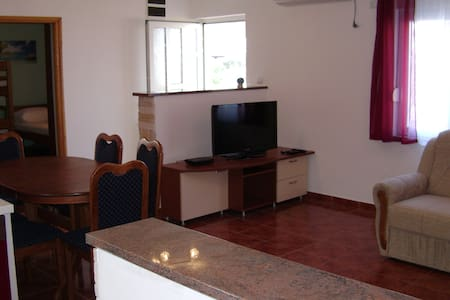 Apartment Luka***20m from beach