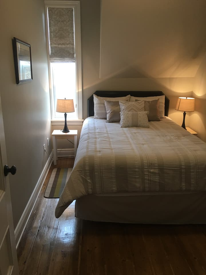 Anne's Room @ Montgomery Inn at Ingleside