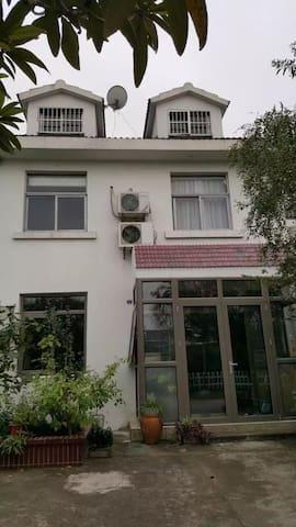 依山伴水的董坞里 - Wuxi - Huis