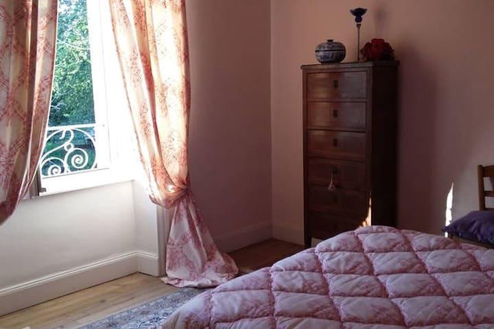 La Maison d'Eliane - Chambre Rose - Ally - Appartement
