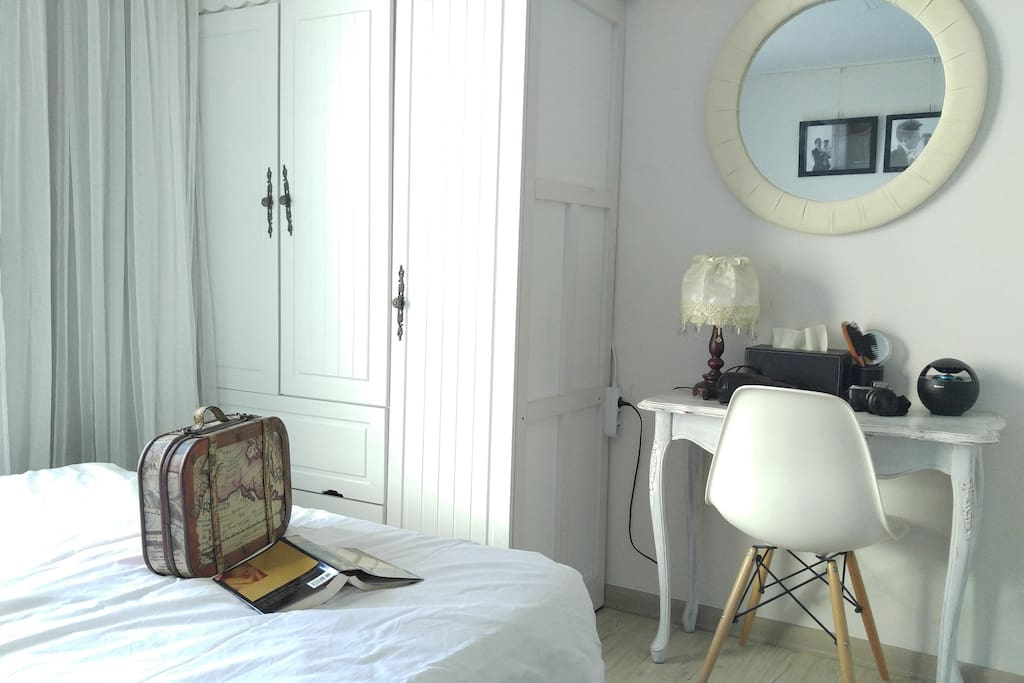 Guest room- Closet & Dressing table
