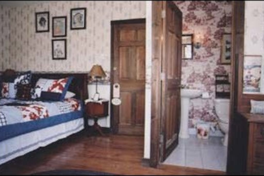 Garden room- queen sized bed, private one person whirlpool bath. Color cable and a/c. Sliding glass door to step out onto patio.
