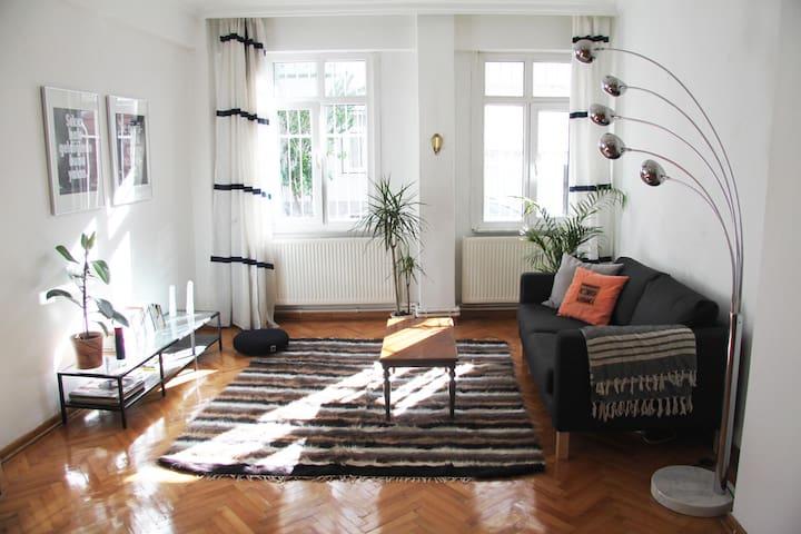 Cozy spacious room in Cihangir - Beyoğlu - อพาร์ทเมนท์