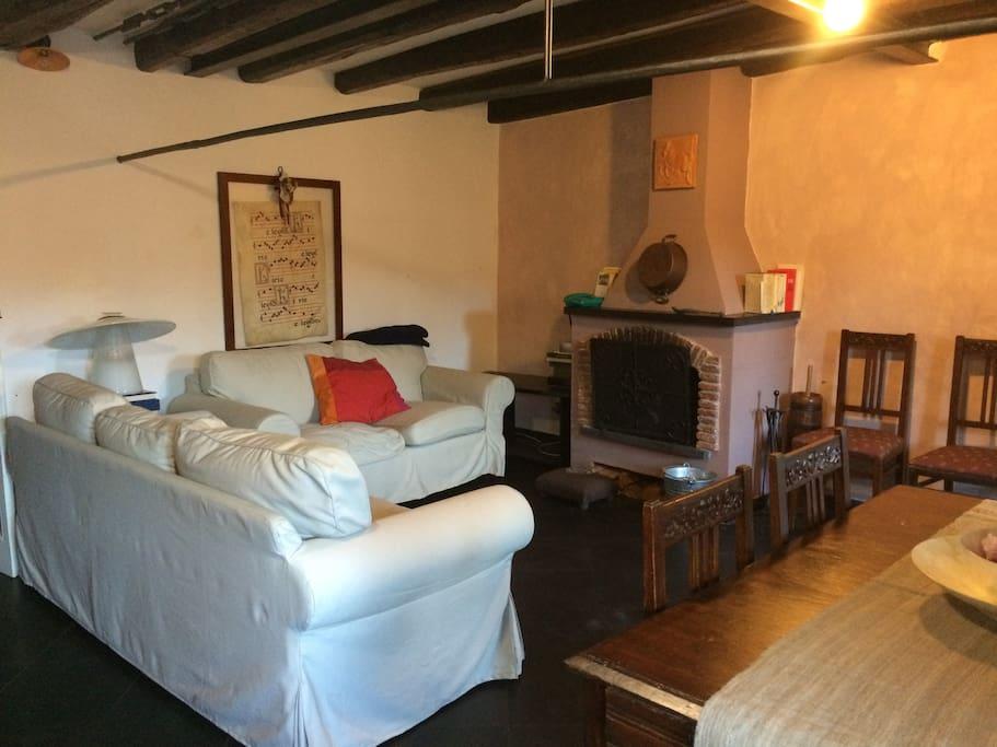 Casa con vista sul borgo storico di sassello flats for for Piani di casa con guest house annessa