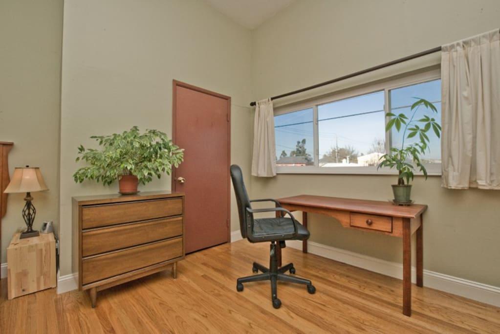 Main room (desk, closet)