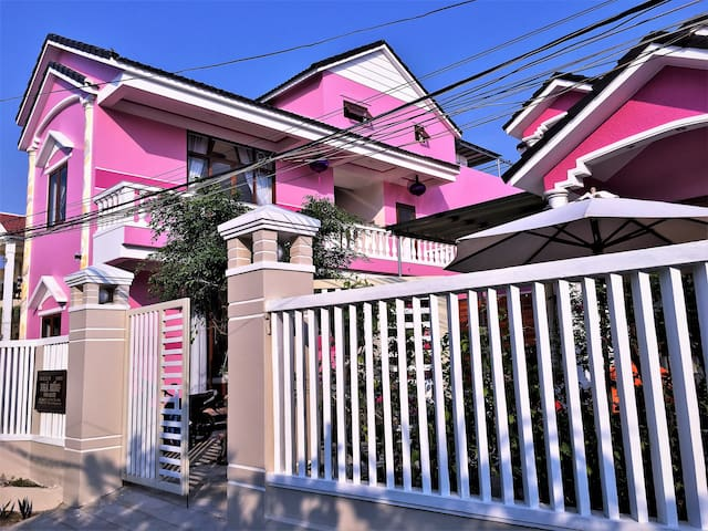 Ms Tri House- Deluxe  Double bed  room & breakfast