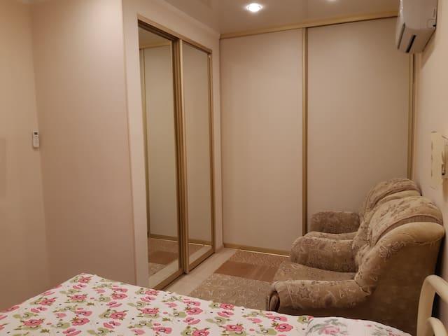 Спальня с закрытыми межкомнатными  перегородками