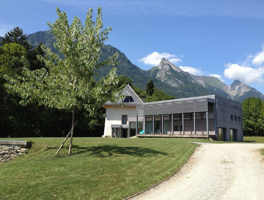 Charming heritage house in savoie v maisons louer for Piscine gilly sur isere