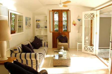 Charming seaside garden cottage  - Mount Martha