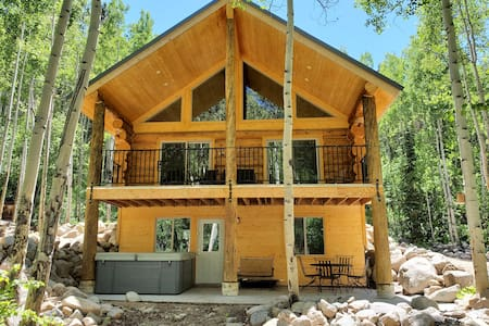 Monarch River Hideaway-Book and Save-New Hot tub!
