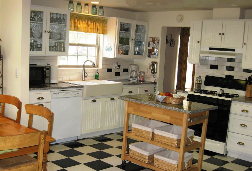 Cottage cuteness! Stocked with high end dishes, appliances and cookware