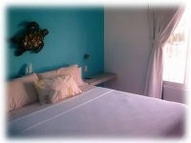 Coral Reef Inn 2nd Flr King Room #4