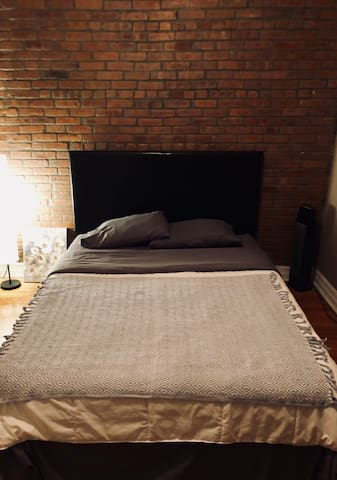 Cozy private room, 10 mins away from Central Park!
